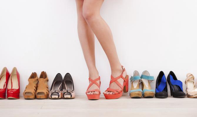 Un'estate a velocità flat con le calzature più glamour