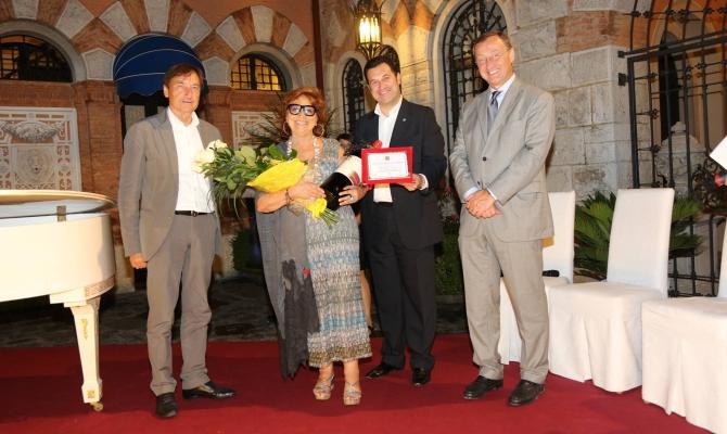 Nostra signora della grappa vince il Premio Casanova