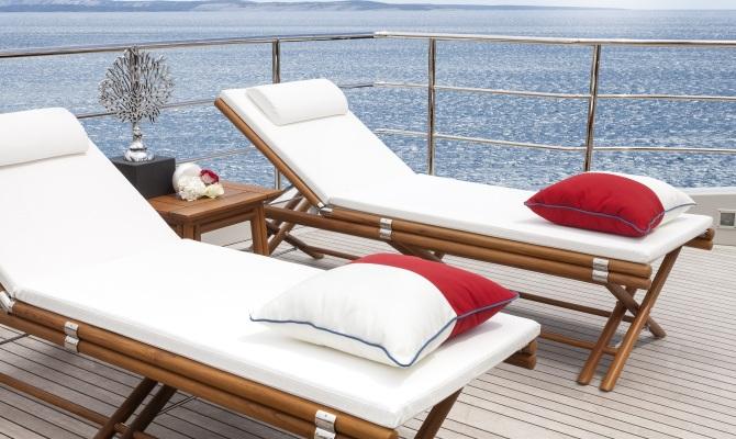 Relax all'aperto con i lettini di design