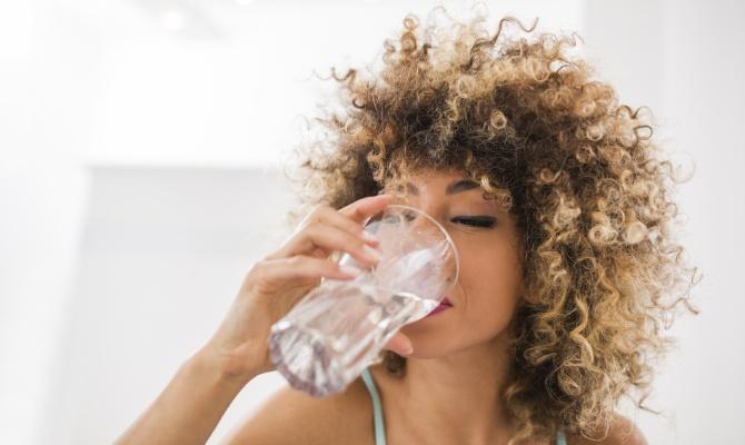 donna, acqua, bere, bicchiere