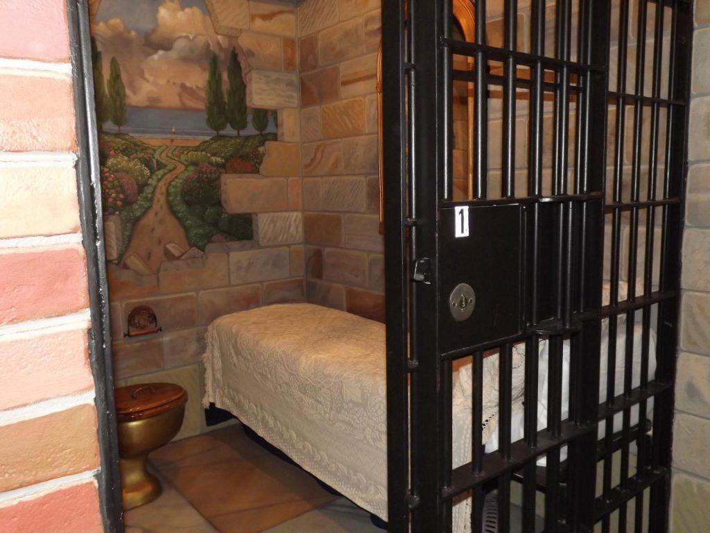 Notti dietro le sbarre: la prigione diventa hotel