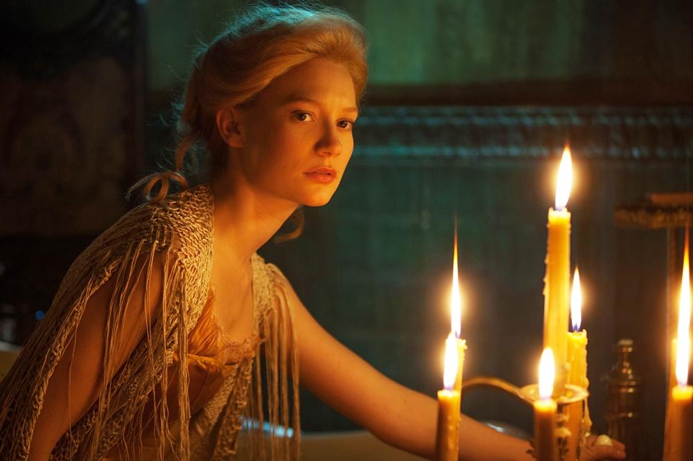 Mia Wasikowska, volto più richiesto nei film in costume