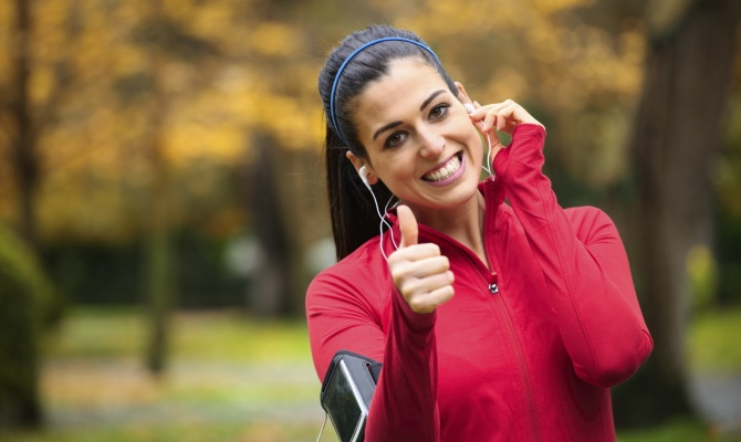 Correre in autunno, donna, musica, running