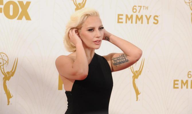 Gaga ruba lo scettro a Taylor Swift