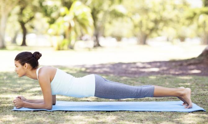 Pancia piatta con il Plank