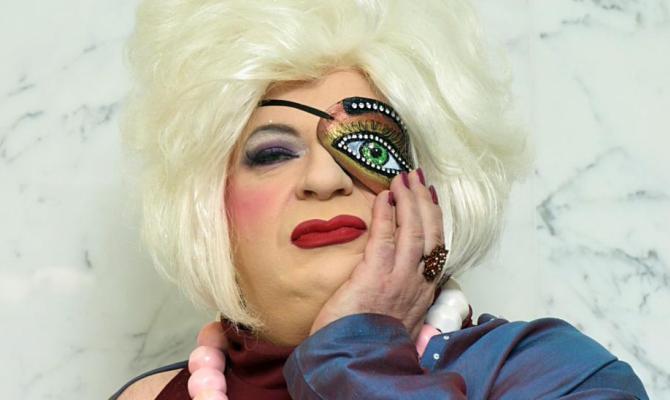 Auguri a Platinette, 60 anni di orgoglio queer