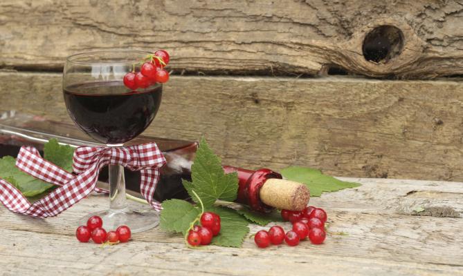 distillato al ribes, frutta rossa
