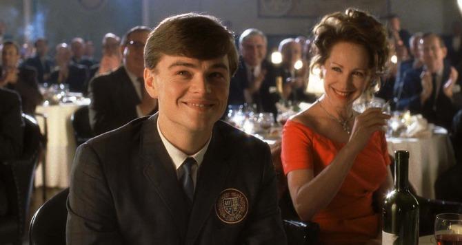 DiCaprio ventisettenne ragazzino in Prova a prendermi (2002)