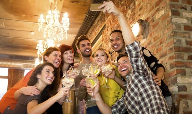 amici, selfie, aperitivo
