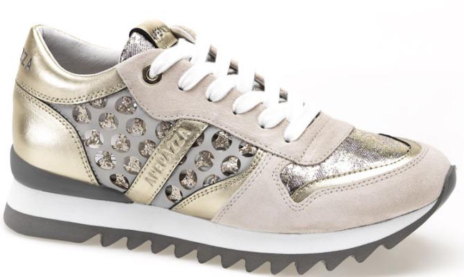Sneakers, il passepartout della primavera