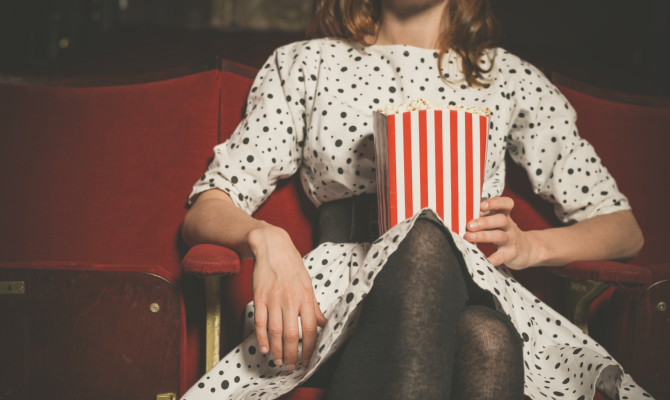Ragazza al cinema