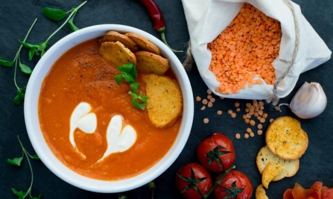 Zuppa di lenticchie rosse, nutriente e saporita
