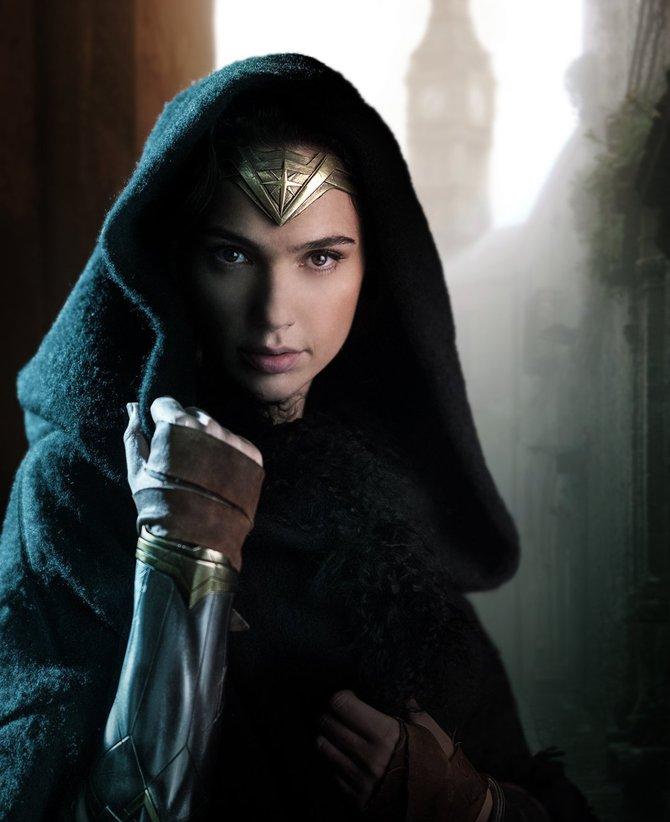 Gal Gadot tutta sola nel film di Wonder Woman (2017)
