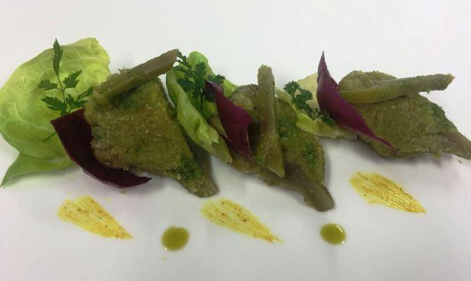 Carciofo ripieno in insalata con curcuma e pistacchio