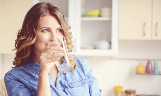 Bere un bicchiere d'acqua in più ogni giorno