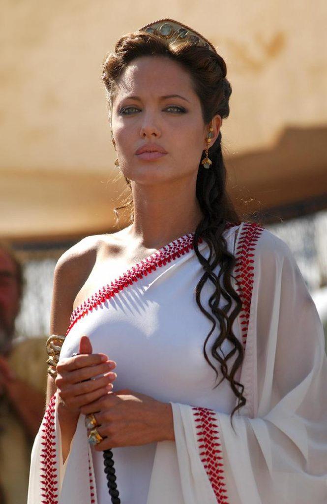 6 - La mamma più risoluta: Angelina Jolie - Alexander (2004)
