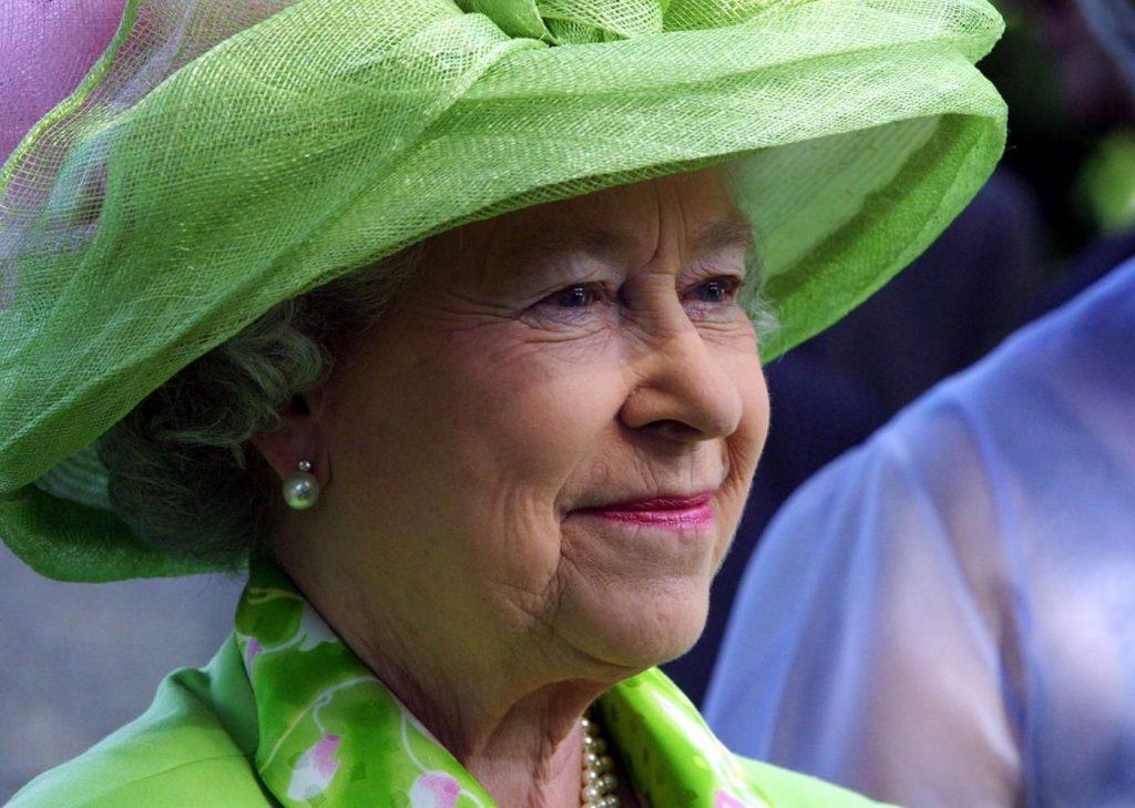 I 90 della regina Elisabetta, icona reale di stile