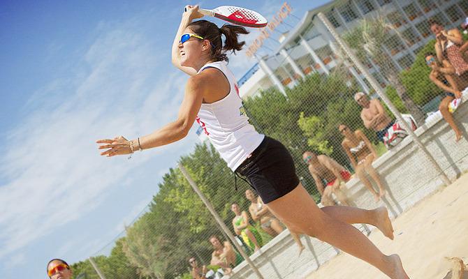 sport sulla spiaggia, tennis