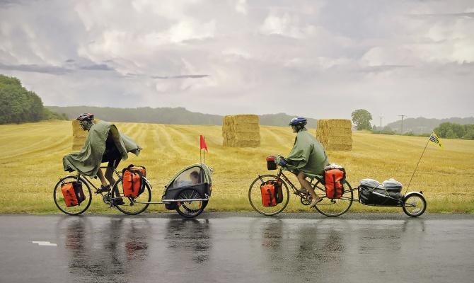 Bike: ciclisti sotto la pioggia