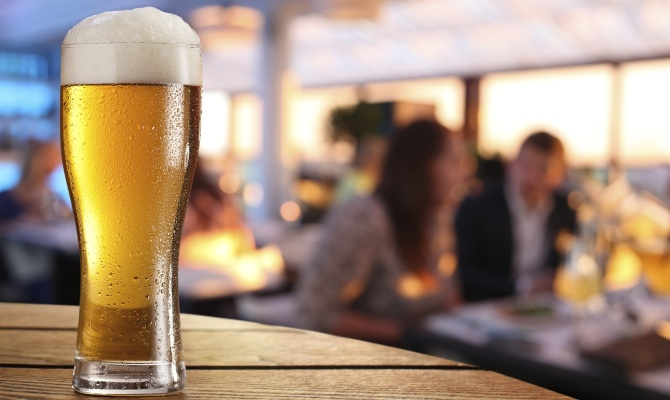 Un bicchiere di birra fresca