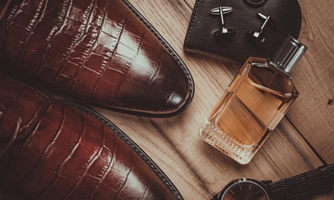 scarpe, cinta, profumo uomo