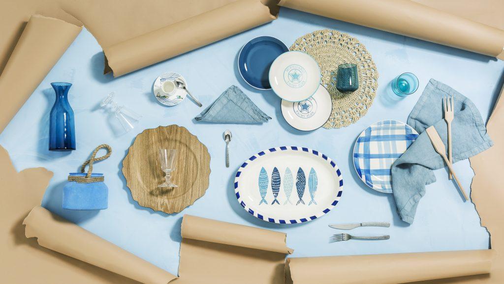 La tavola apparecchiata si tinge di azzurro