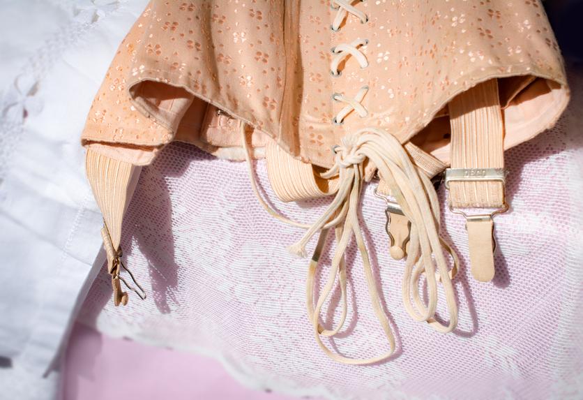 A Londra la storia del corsetto e della lingerie