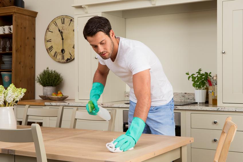 I lavori domestici accendano la passione nella coppia