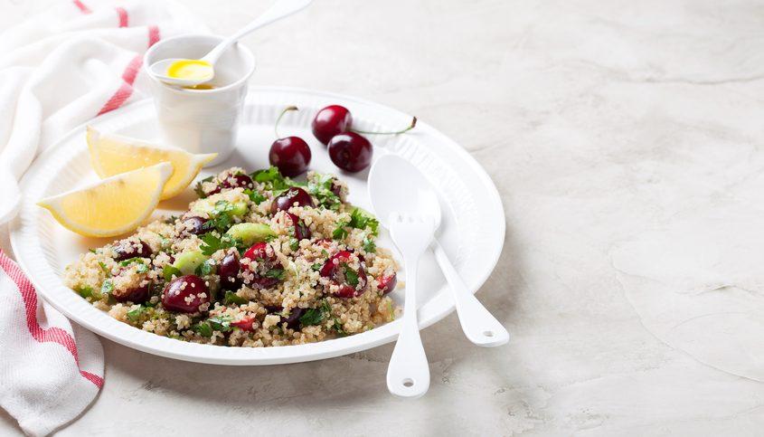 Ricetta d'estate: insalata di quinoa con ciliegie