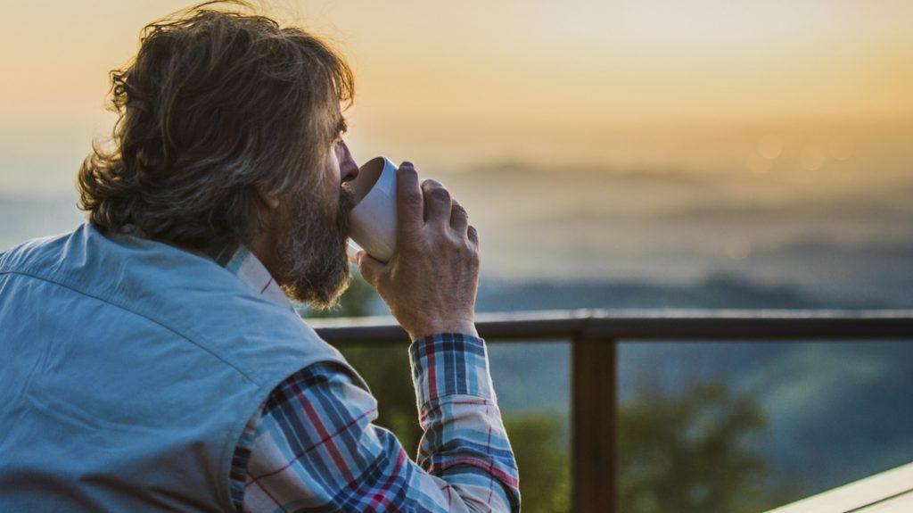 Il caffè è un piacere. Ma non bevetelo troppo caldo