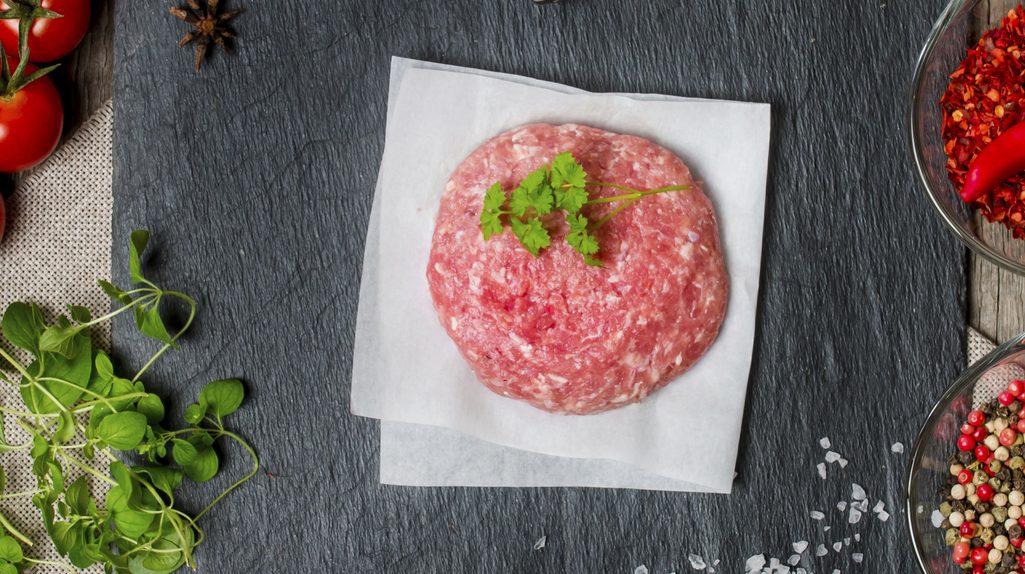 Carne su piatto