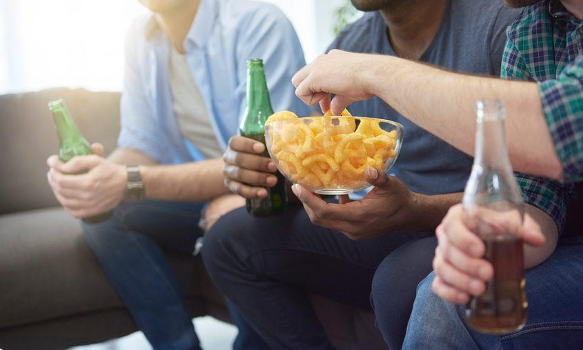 Cena sul divano per la partita: come 'apparecchiare'