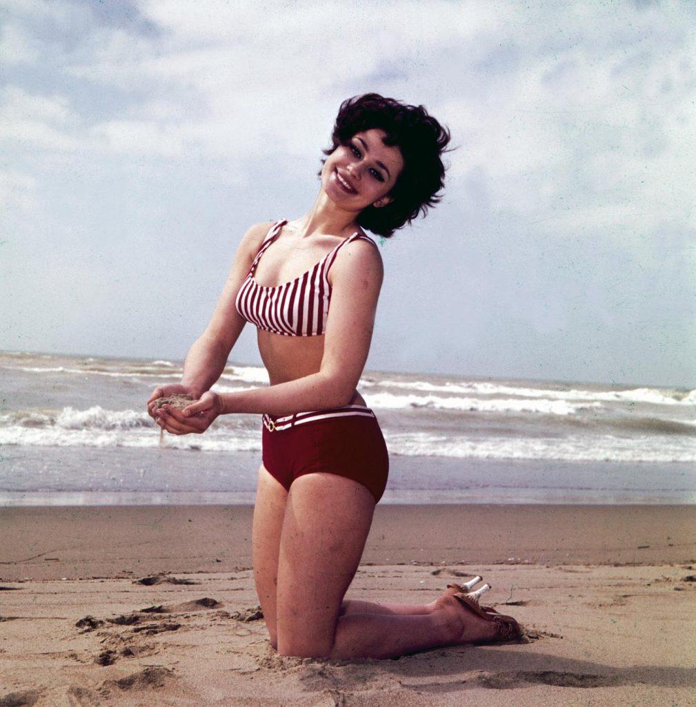 Raffaella Carrà con un bikini del 1963
