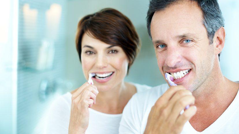 E' meglio lavare i denti prima dei pasti