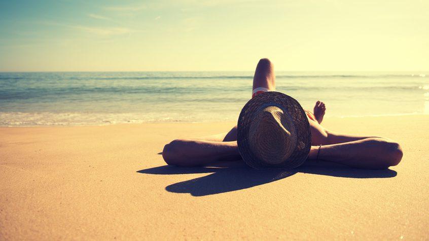 Abbronzatura. Le abitudini degli italiani in spiaggia
