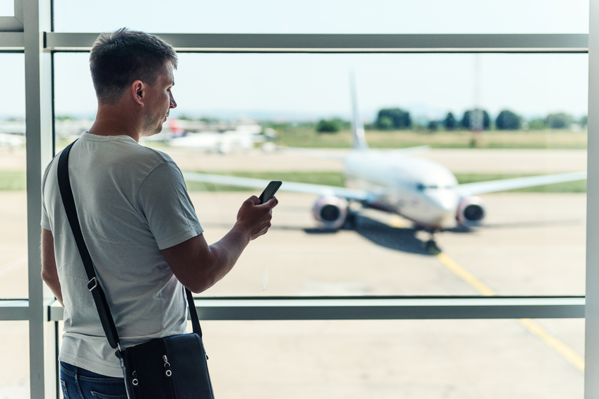 Gli atteggiamenti degli uomini in aeroporto