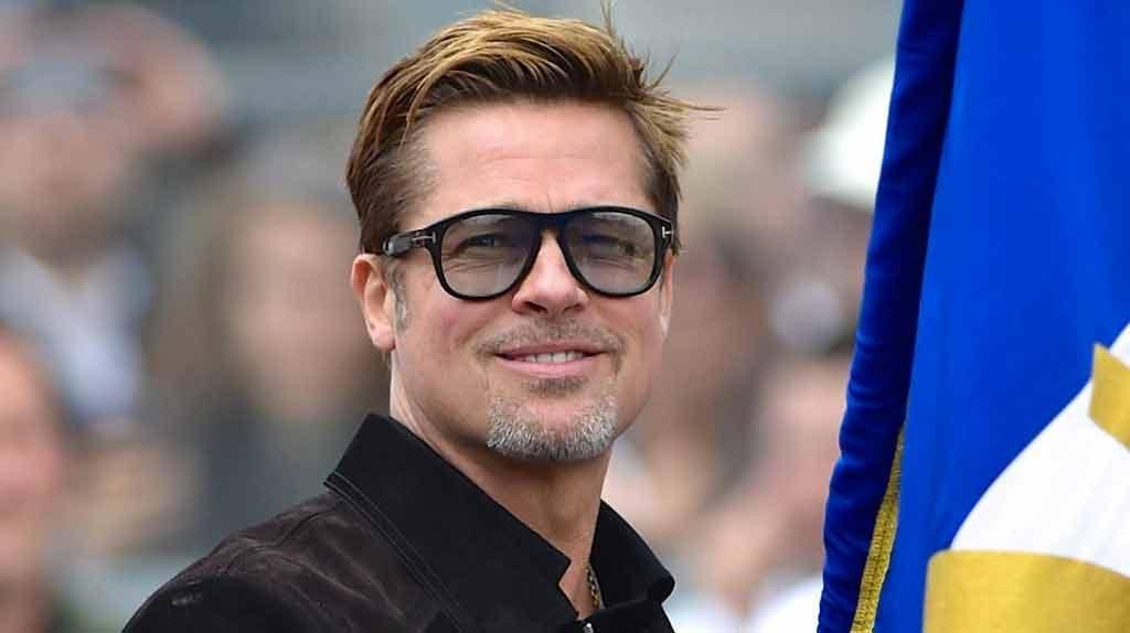 Brad Pitt fa l'albergatore