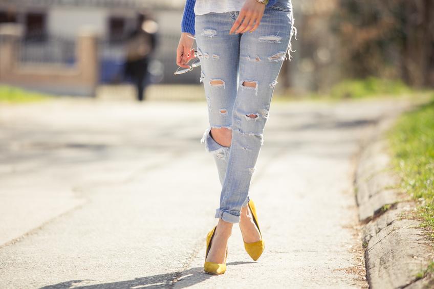 Jeans strappati. Ma con stile
