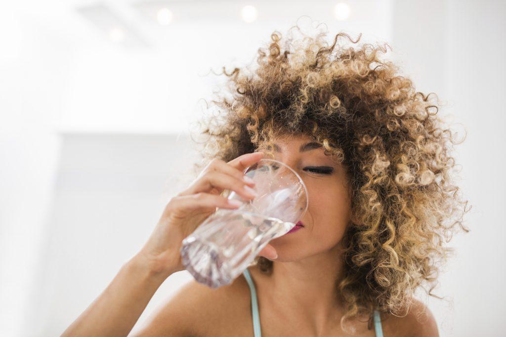 Quanta acqua dobbiamo bere al giorno?
