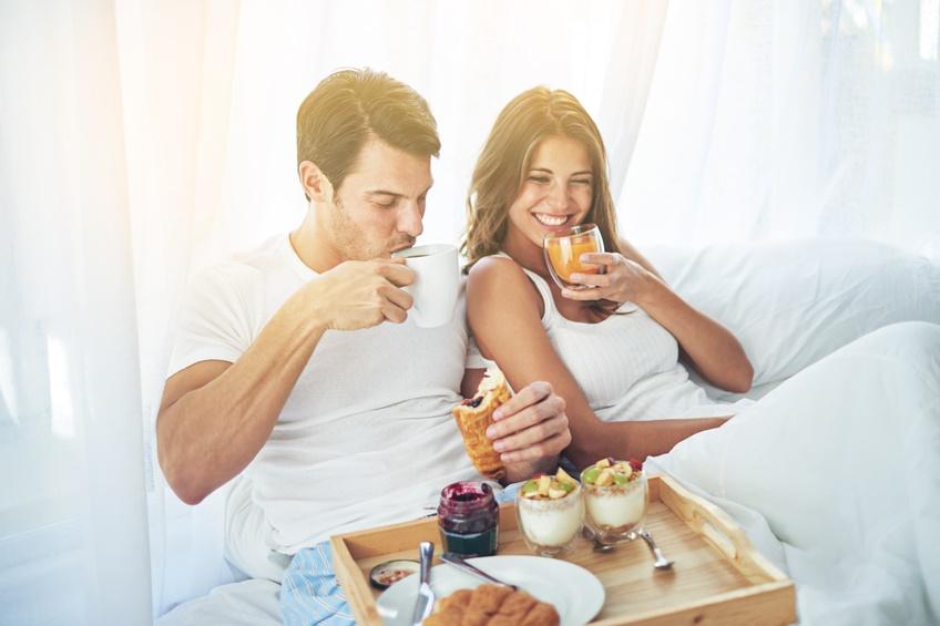colazione a letto in coppia