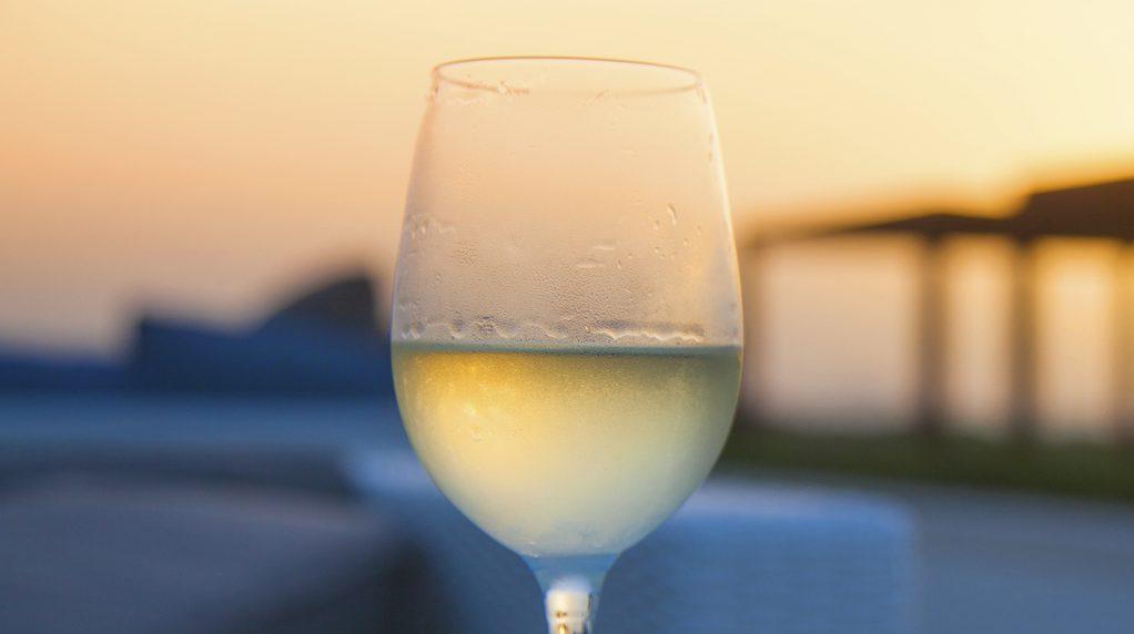 Bicchiere di vino freddo