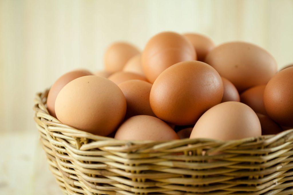 Salmonellosi: le uova vanno in frigo o no?
