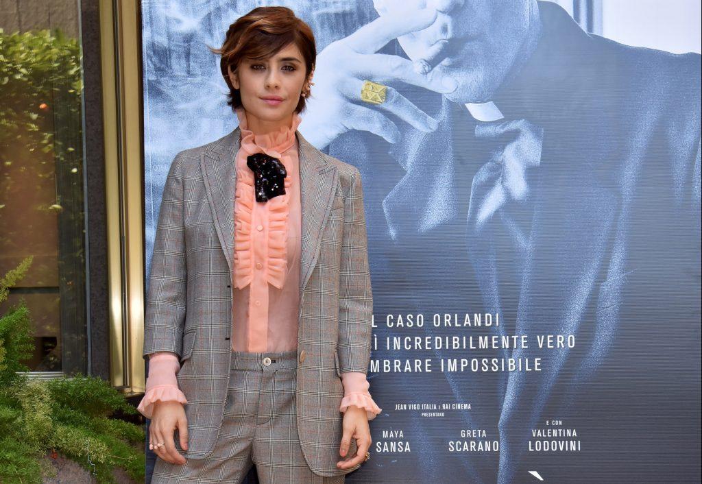Indossato dalle star: Greta Scarano androgina e chic