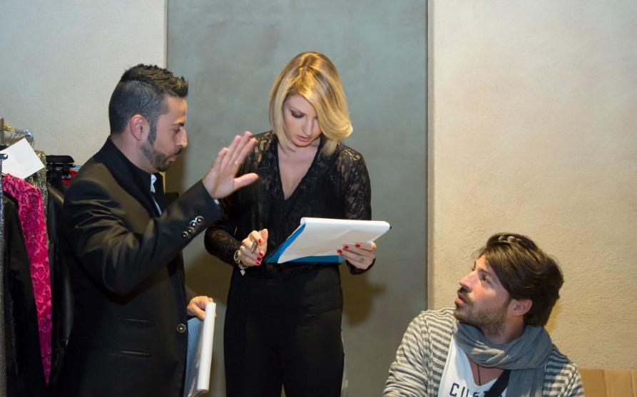 Da sinistra i conduttori Anthony Peth e Manila Nazzaro, assieme allo stylist dei vip Marco Scorza