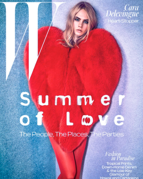 Cara Delevigne indossa la pelliccia a cuore Saint Laurent per una pubblicità - Foto Instagram