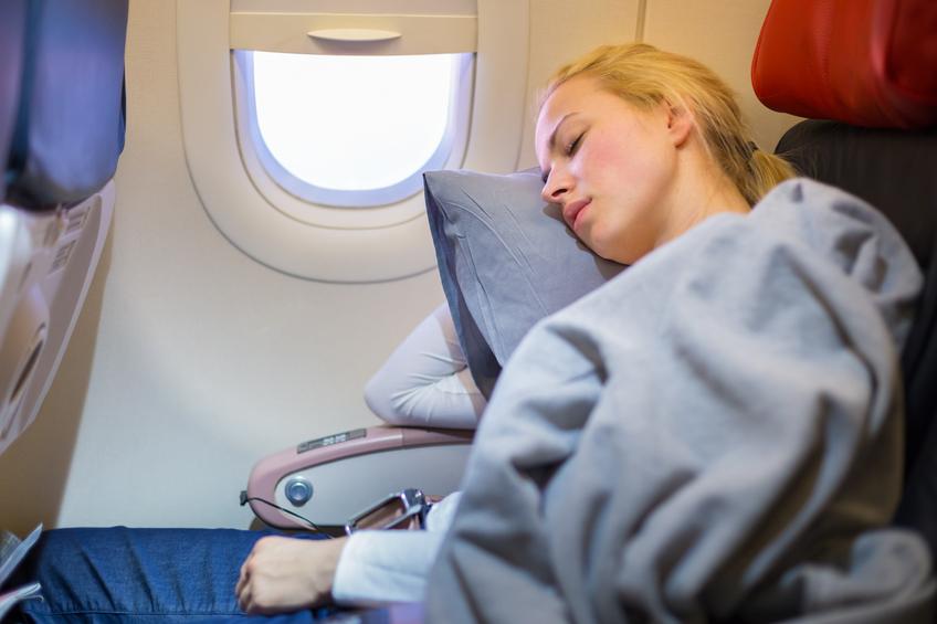Viaggio in aereo, come dormire