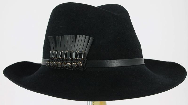 Cappello total black collezione autunno/inverno 2016/2017 Ferruccio Vecchi