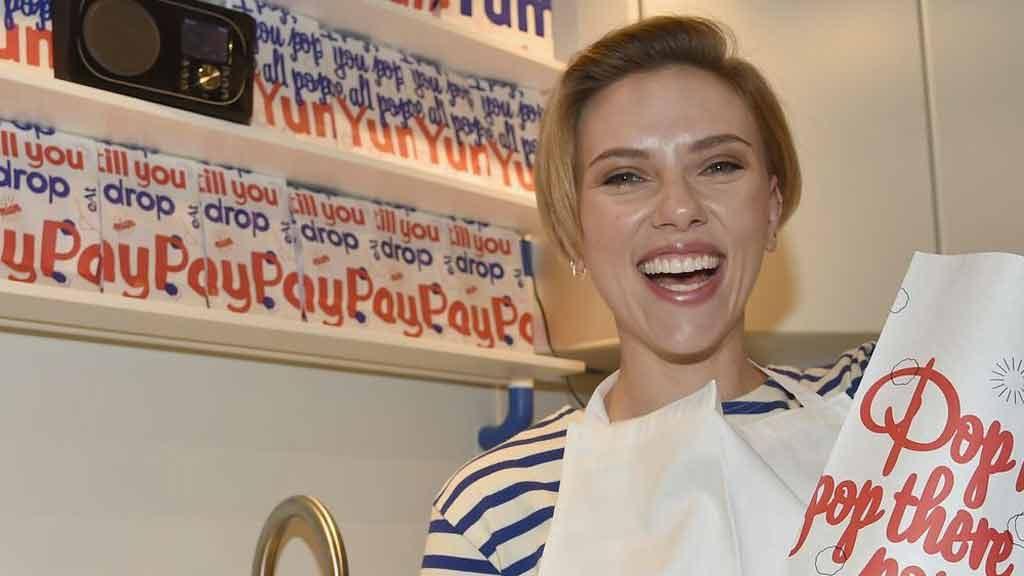 Scarlett Johansson - negozio Yummy Pop