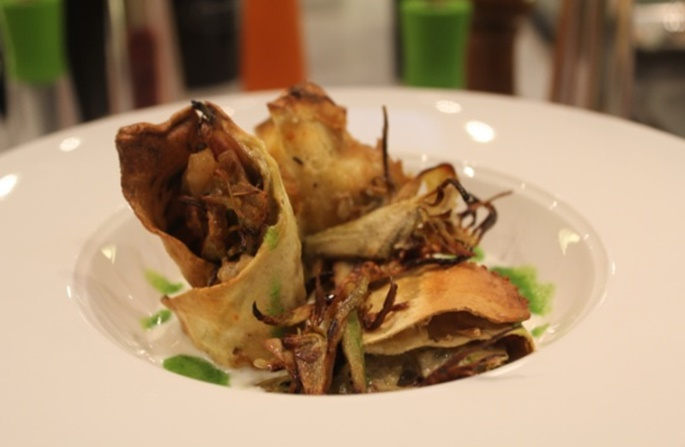 Lasagnetta di carciofi su fonduta di pecorino