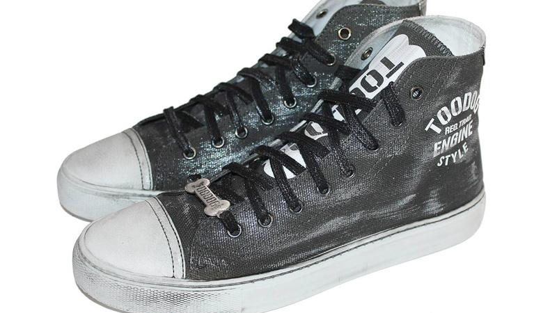 Sneaker vegane Toodog, modello Black Silver con suola in lattice profumata alla vaniglia, tessuto in canvas e occhielli in ottone